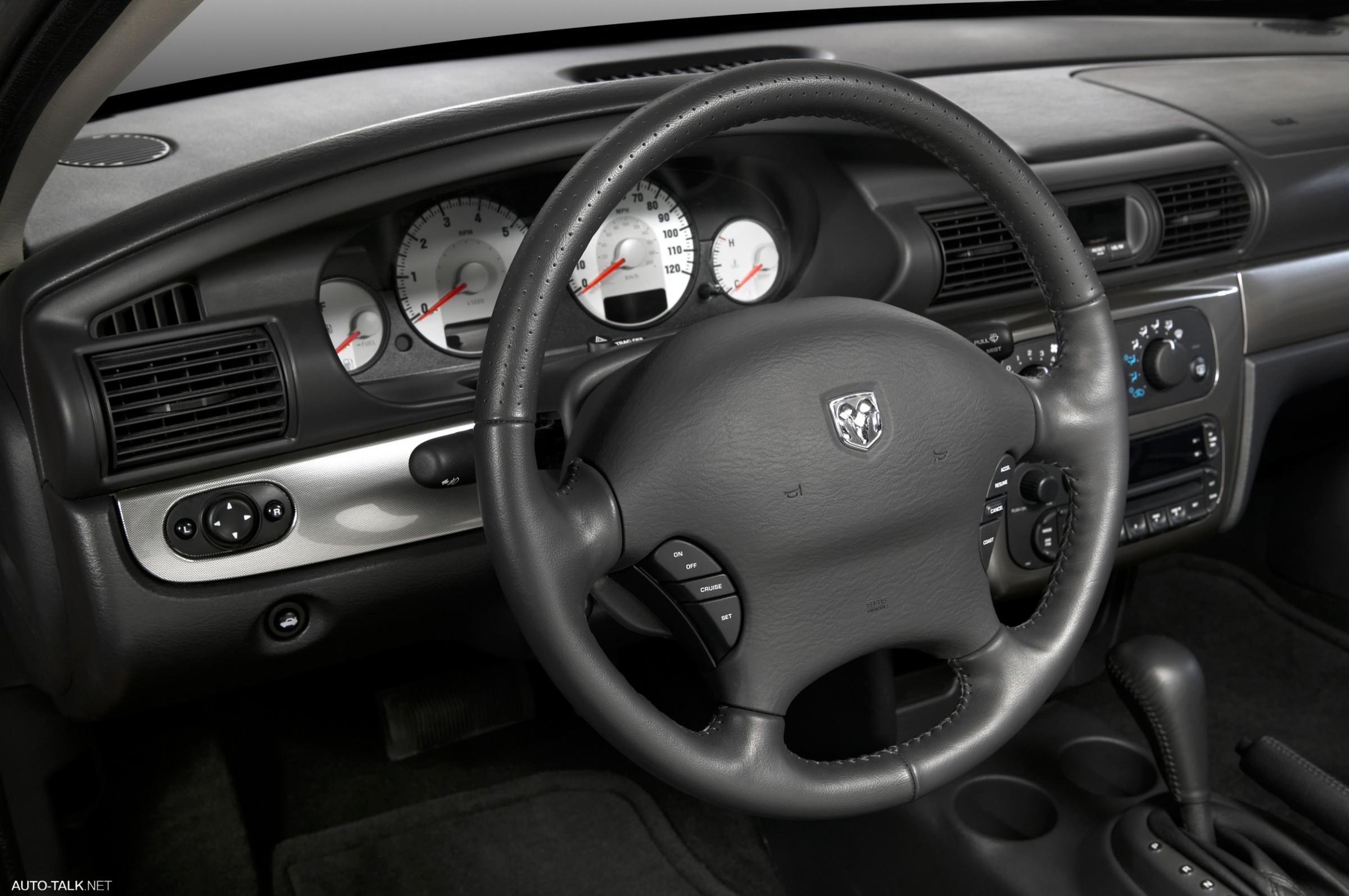 Dodge Stratus I - описание модели