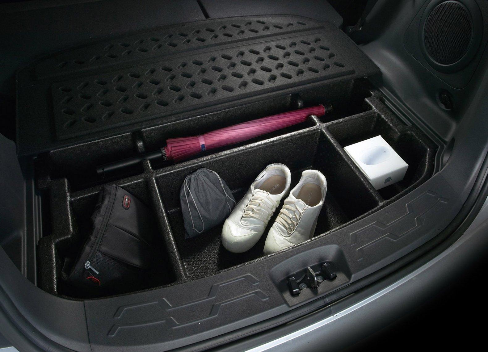 Улучшение подсветки багажника Opel Astra J светодиодными лентами