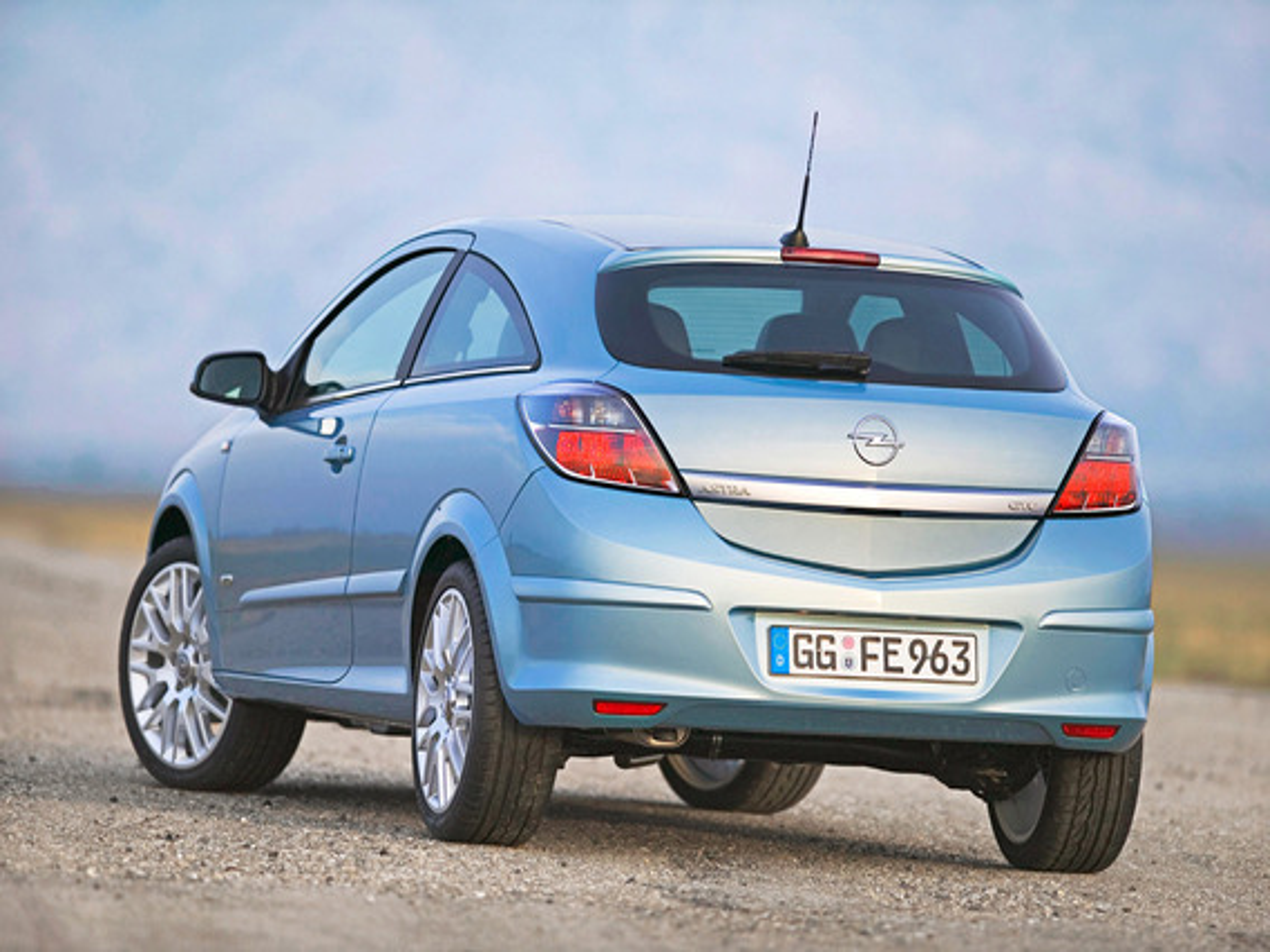 Самостоятельная регулировка замка багажника Opel Astra H