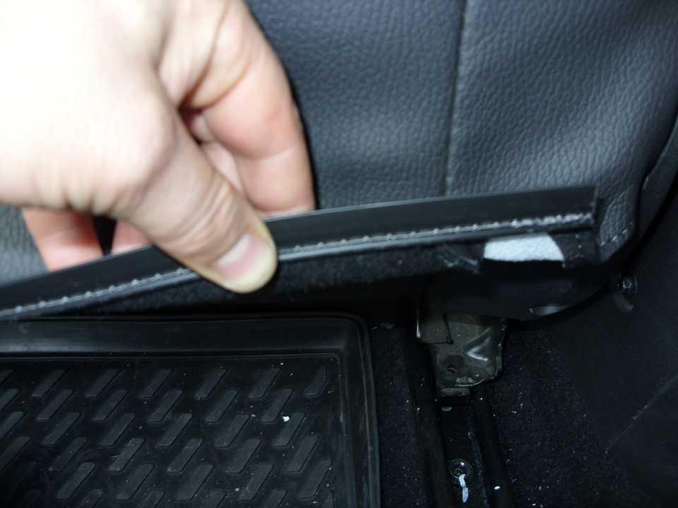 Демонтаж обшивки центрального тоннеля Opel Astra J