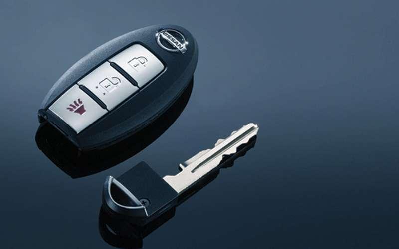 На каком расстоянии работает Intelligent key Nissan Teana