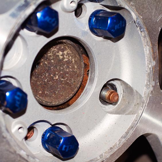 Какие колесные болты можно использовать для Renault Sandero фото