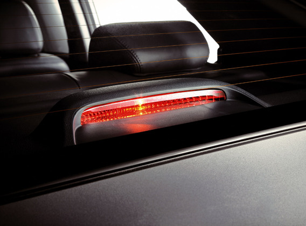 Что делать, если поздно загорается стоп-сигнал на Renault Logan?