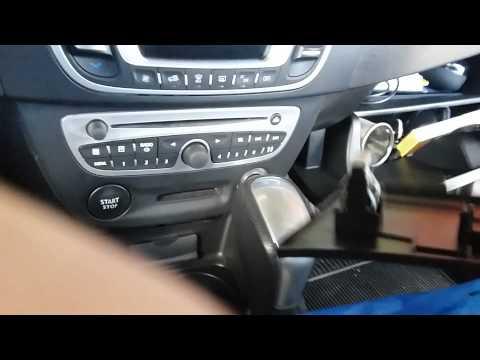 В Renault Fluence обнаружился никуда не подключенный разъем