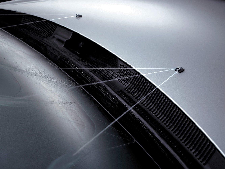 Трещины на лобовом стекле от дворников на Ford Focus 2
