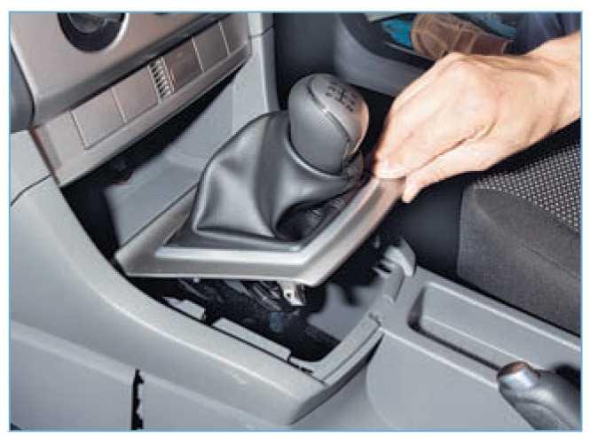 Замена чехла КПП на Ford Focus 2