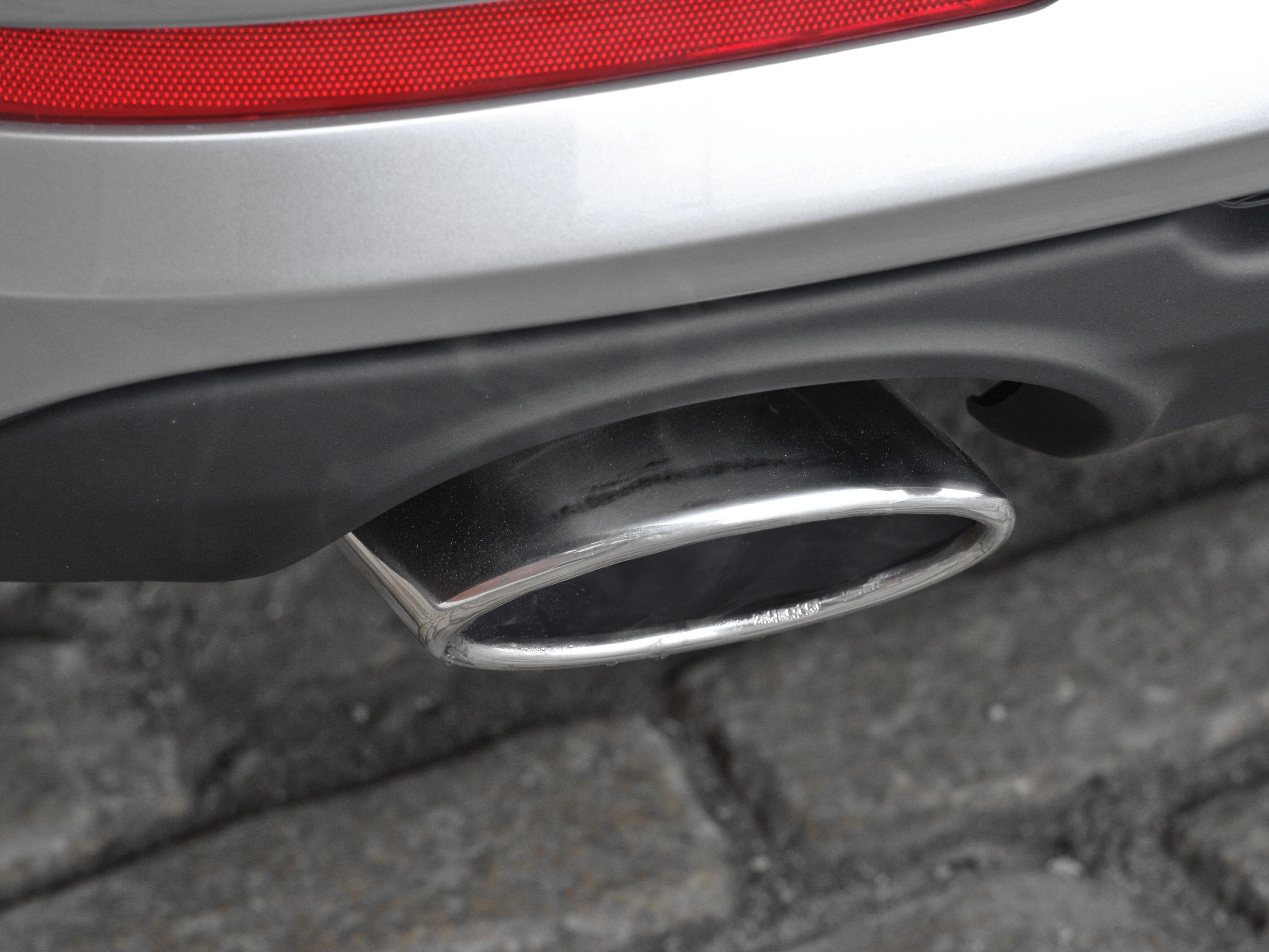 Установка насадки на глушитель Ford Focus 2