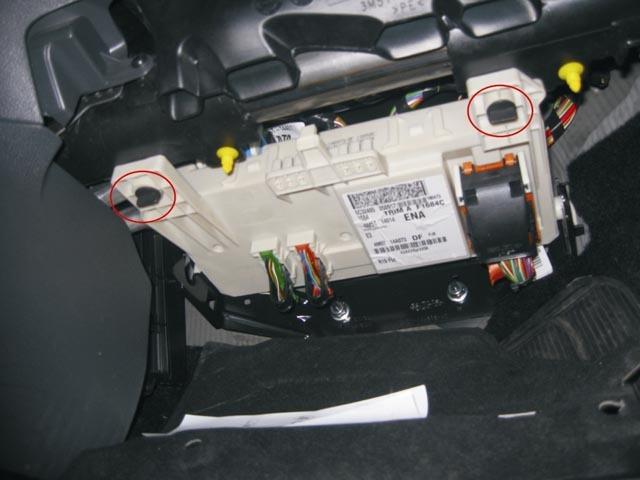 Как отключить аккумулятор Ford Focus 2?