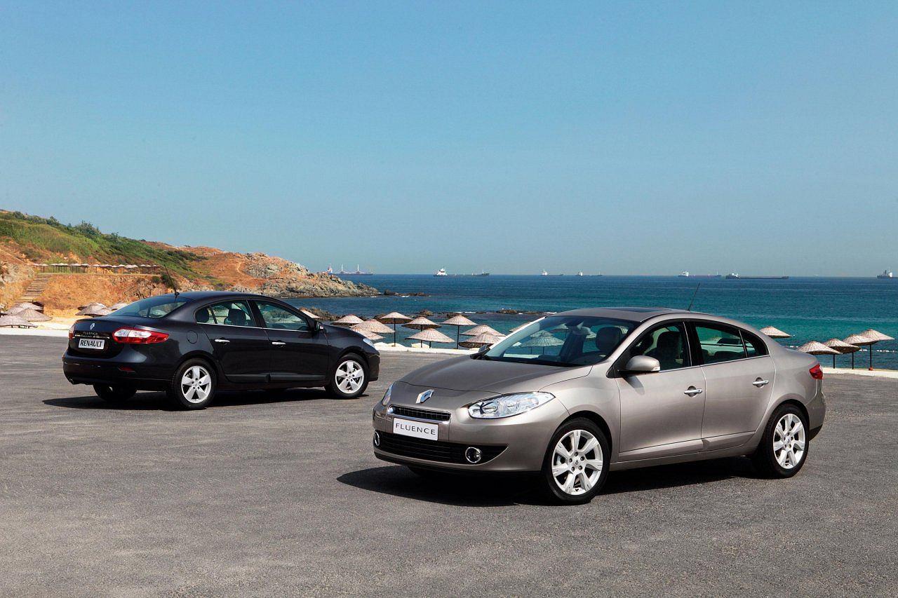 При движении в Renault Fluence скрипит водительская дверь