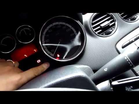 Как снять центральную консоль Peugeot 308?
