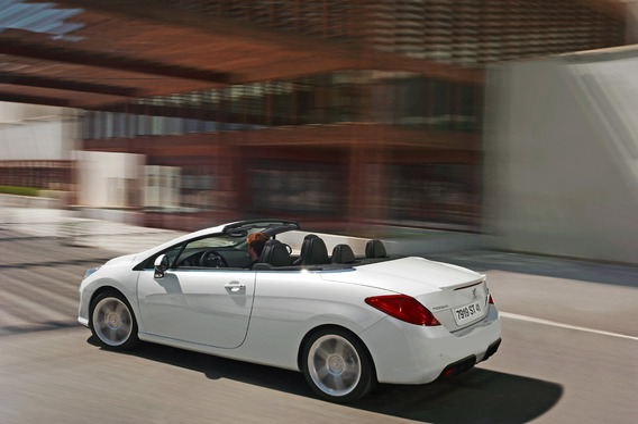 Чем отличаются Peugeot 308 разных годов выпуска?