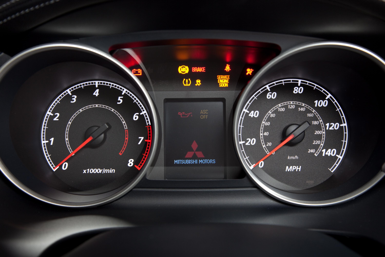 ESP/ASC и «автосвет» в базовой комплектации Mitsubishi Outlander XL