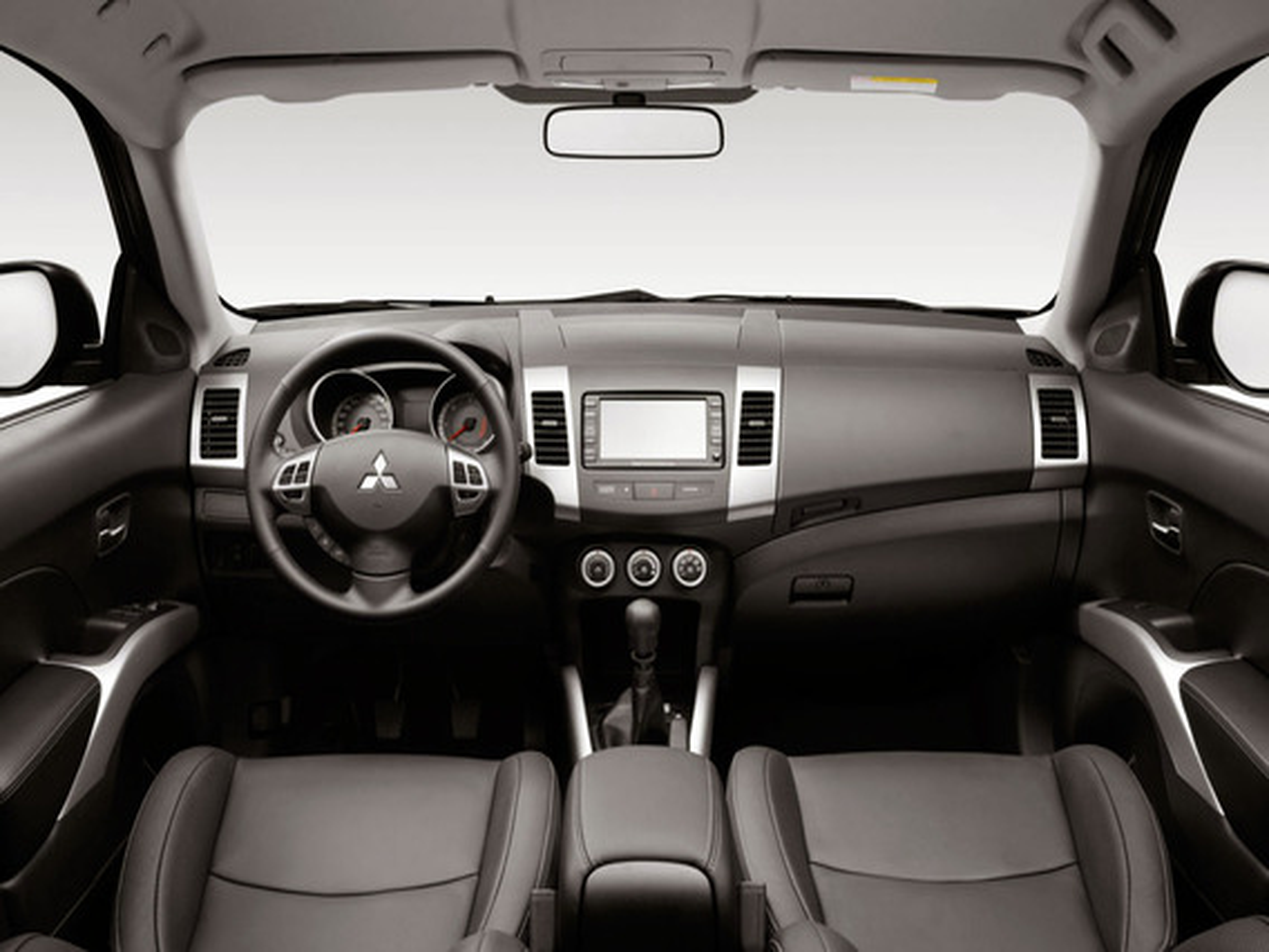 Трещина на кожухе рулевого колеса Mitsubishi Outlander XL