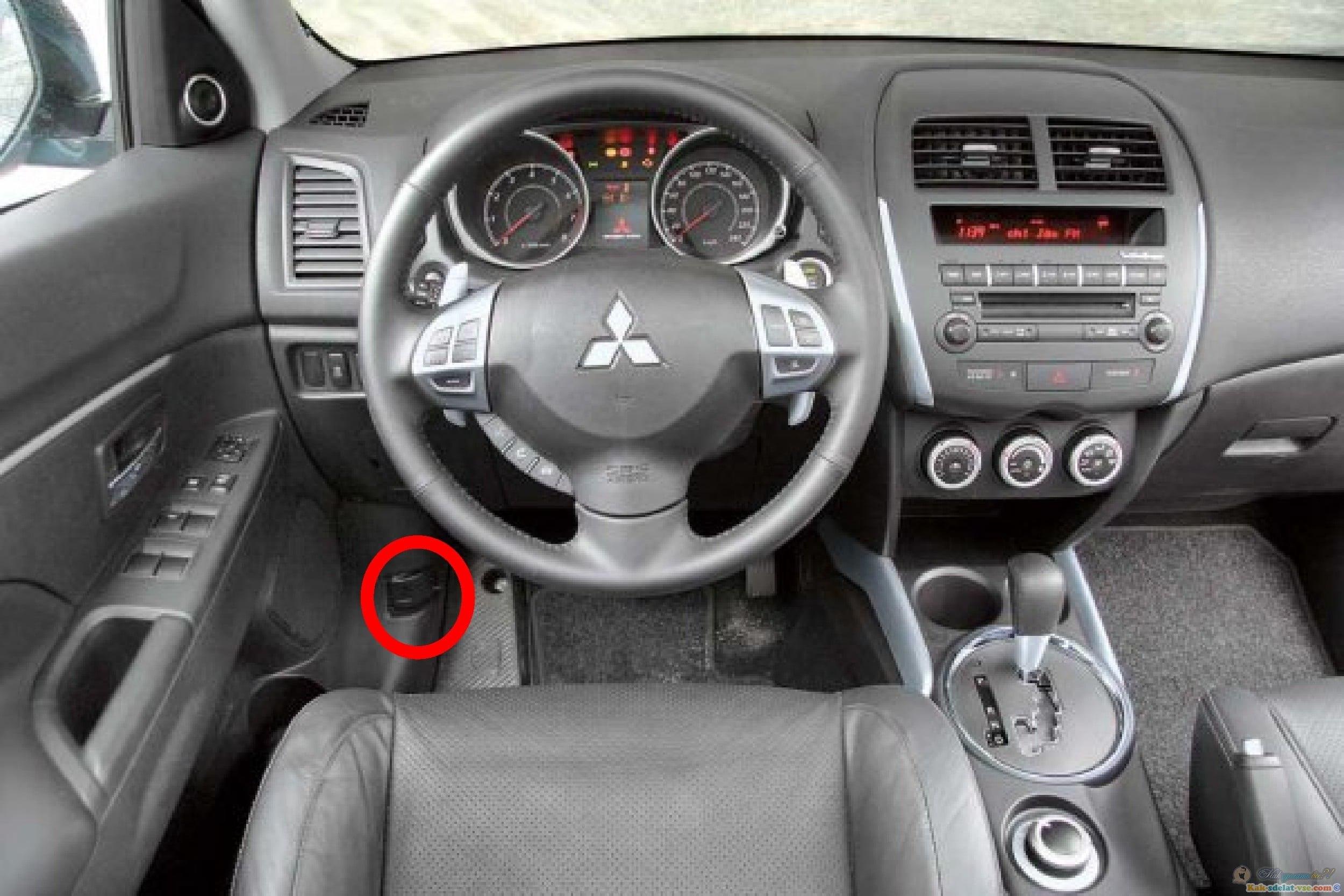 Что означает белая точка рядом с аварийкой Mitsubishi Outlander XL