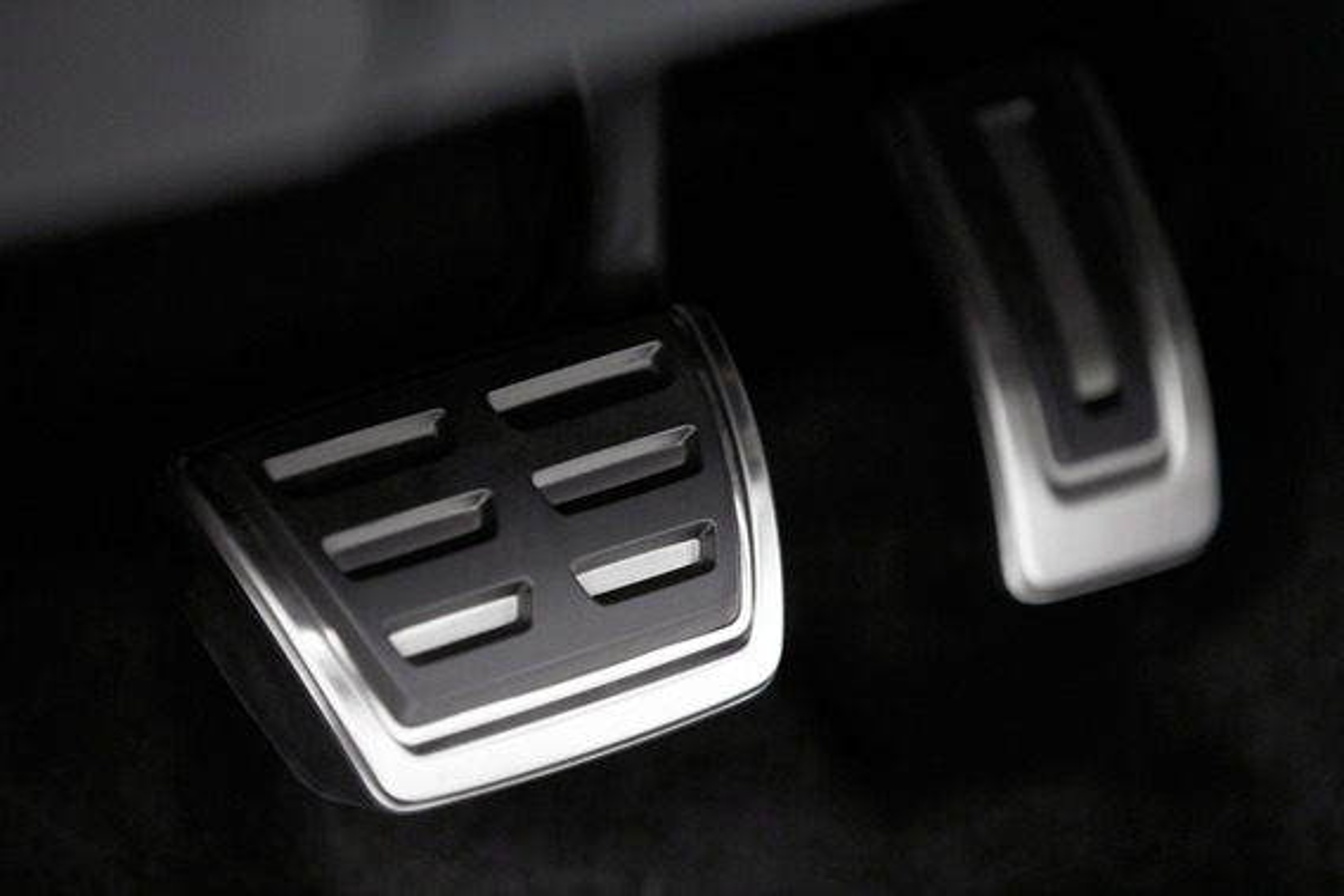 Почему Skoda Octavia вяло реагирует на нажатие на педали газа