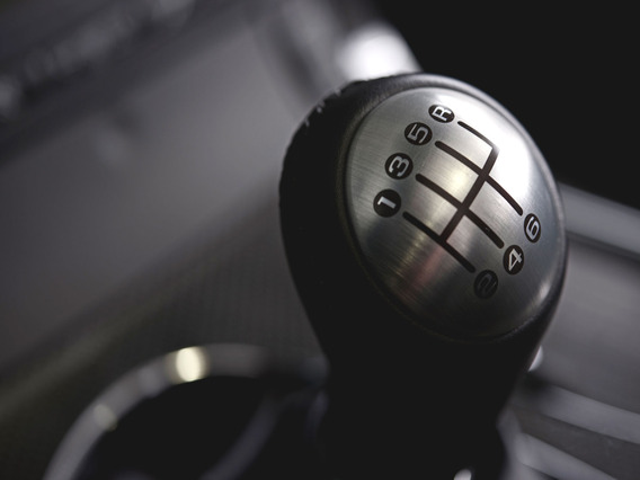 Передачи на Mitsubishi Lancer X с «механикой» включаются с большим усилием
