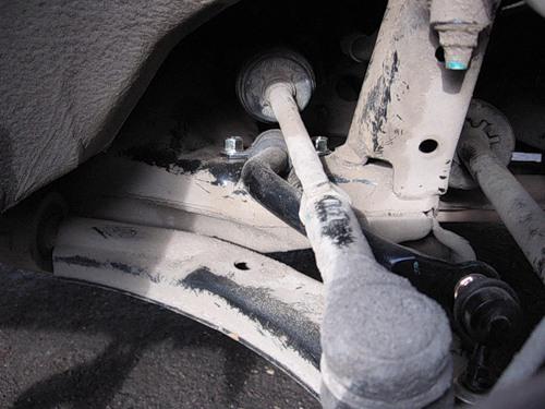 Оснащается ли Nissan Almera Classic стабилизатором поперечной устойчивости?