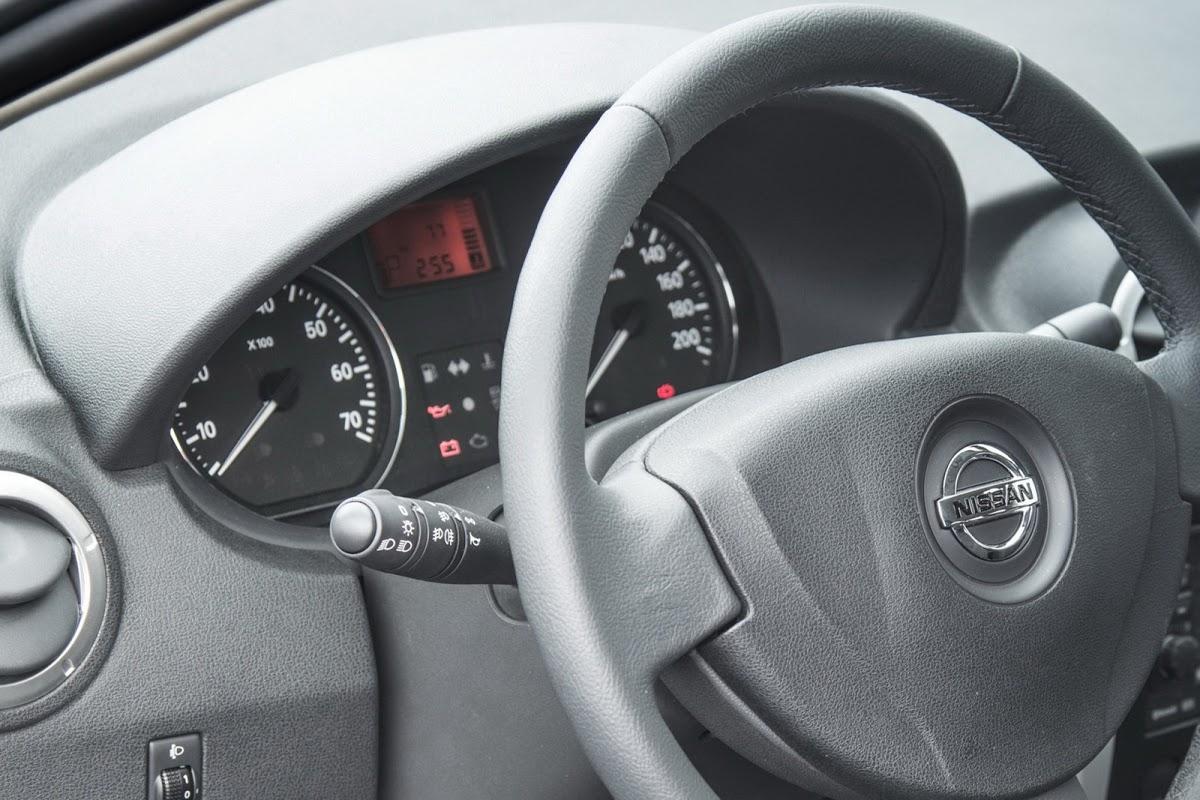Разборка центральной консоли в Nissan Almera Classic