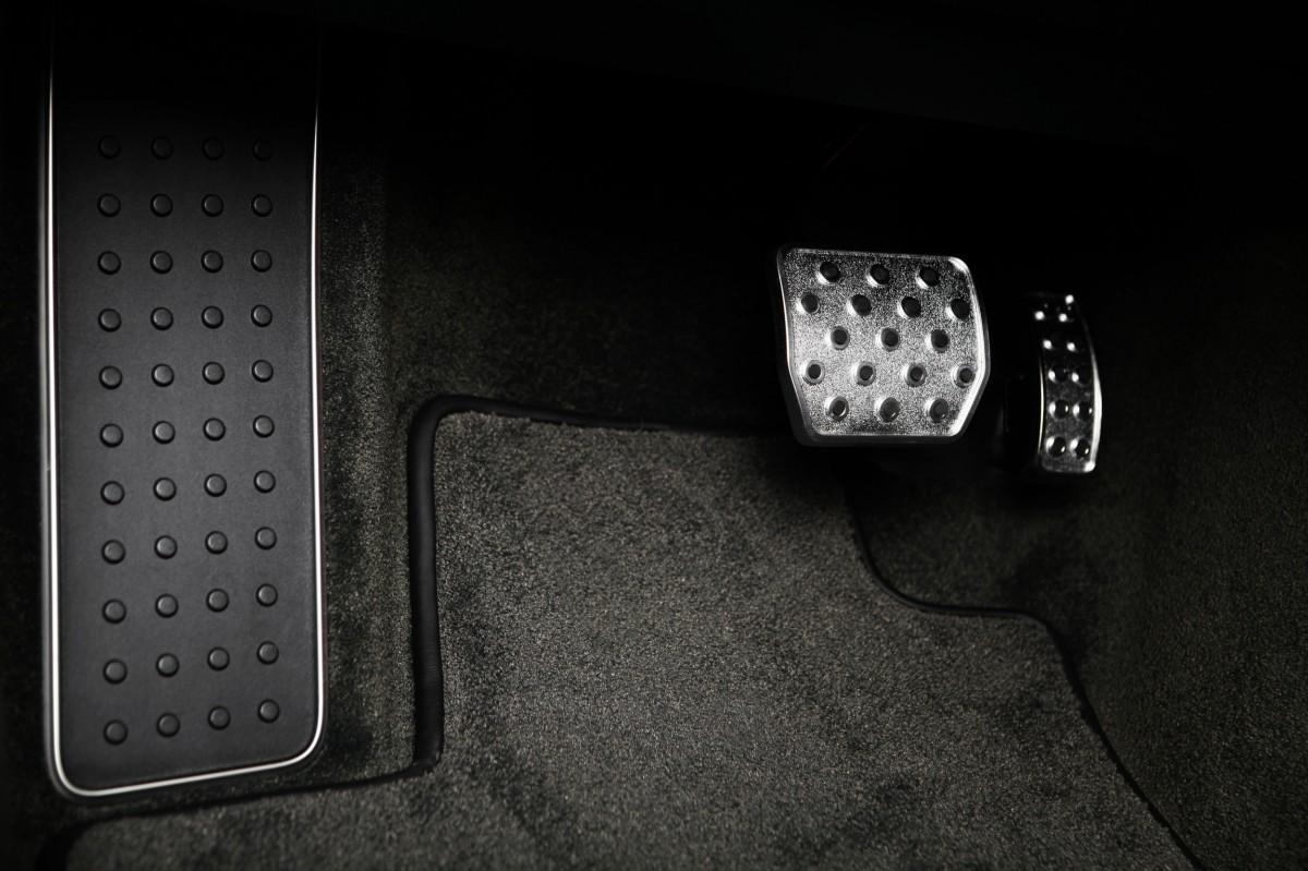 Нет реакции на педаль газа у VW Tiguan