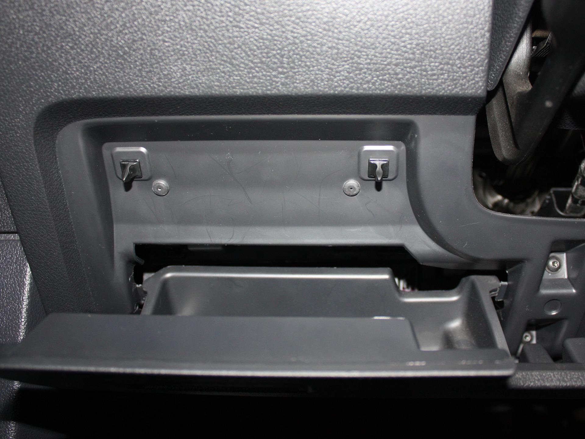 Шумоизоляция бардачка и ящиков под сиденьями VW Tiguan