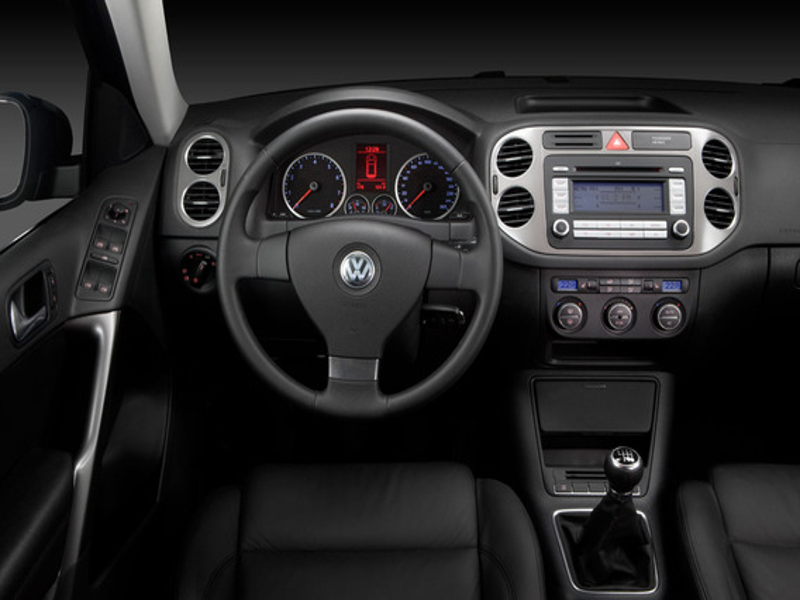 Снятие внутренней панели передней двери VW Tiguan