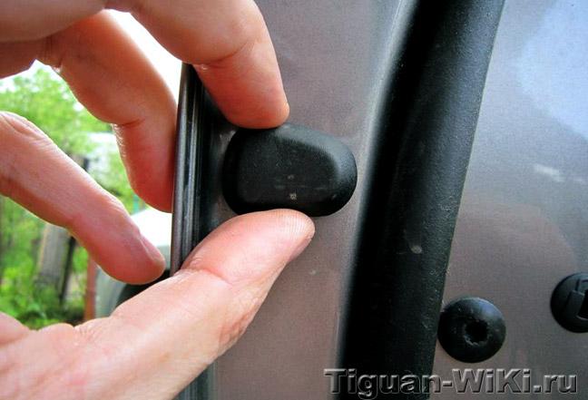 Скрипит резиновый уплотнитель двери VW Tiguan