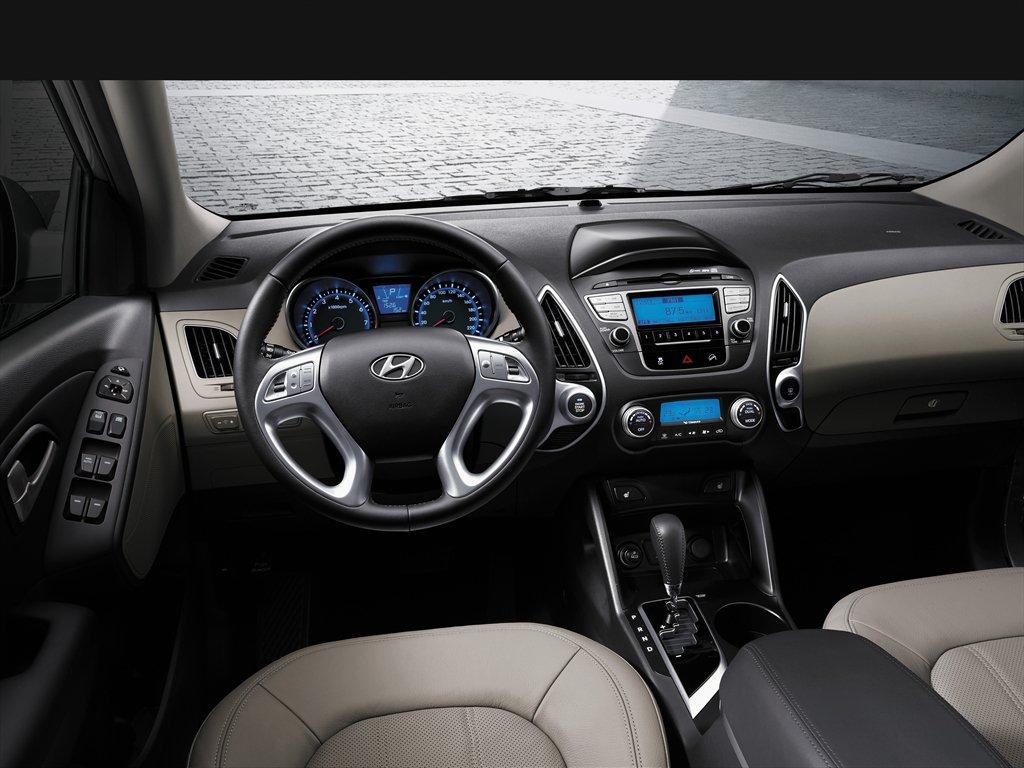 Где спрятать провод от нештатного навигатора в Hyundai ix35