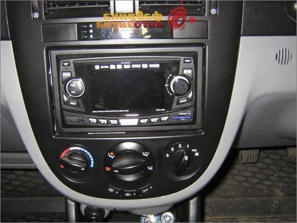 Как снять штатную магнитолу в Chevrolet Aveo