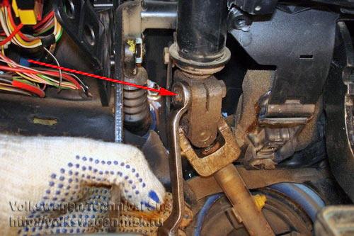 Как проверить, не повреждена ли рулевая колонка VW Passat B7?