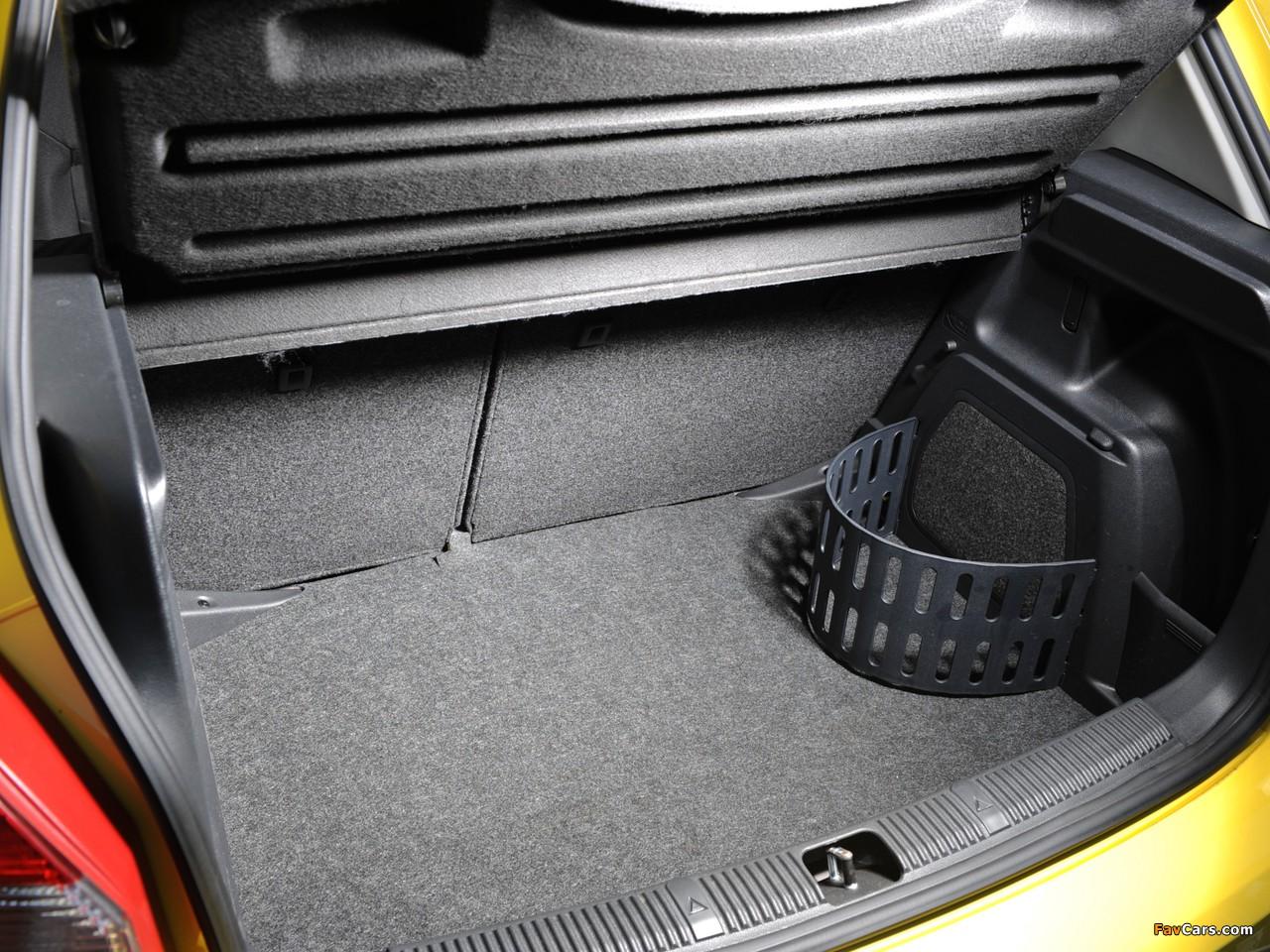 Есть ли крепление для огнетушителя в багажнике VW Golf VI?
