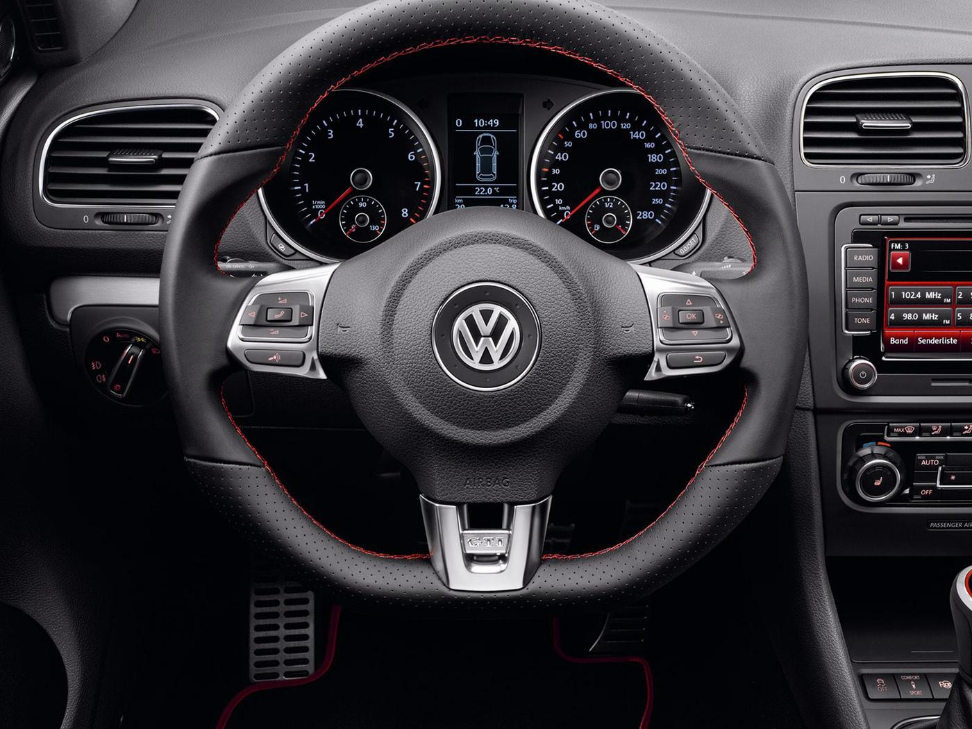 Освещение приборной панели включается и выключается произвольно на VW Golf VI