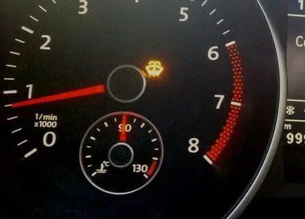 Сколько омывающей жидкости остается в бачке, когда загорается индикатор на VW Golf VI?