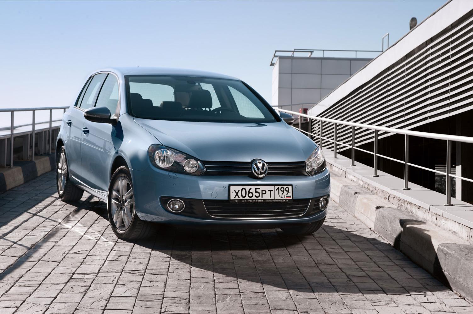 Неравномерные зазоры между панелями кузова на новом VW Golf VI