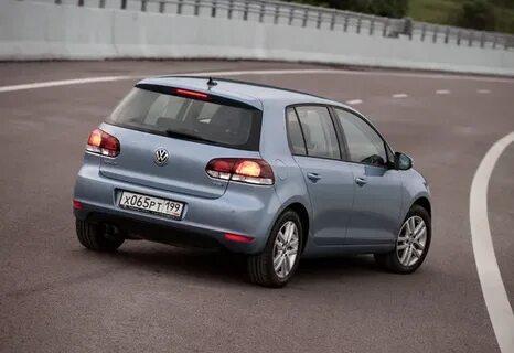 Горит только одна задняя противотуманная фара VW Golf VI