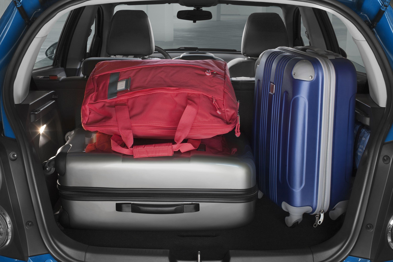 Как меняется лампа освещения багажного отделения в Chevrolet Aveo