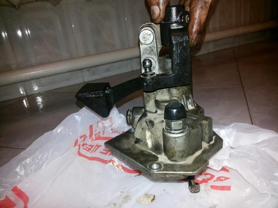 Почему при включении задней передачи в Chevrolet Aveo с МКПП  раздается хруст