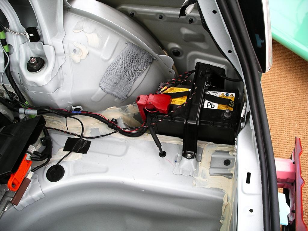 Бракованный штатный аккумулятор в Toyota Camry VII