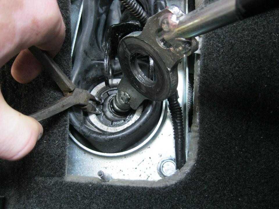 Как устранить скрип в механизме переключения передач на Hyundai Accent