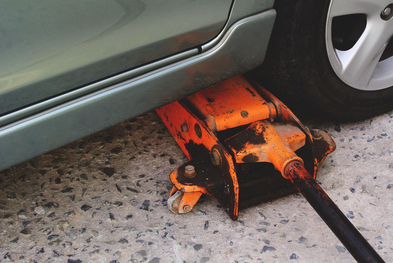 Как пользоваться штатным домкратом Chevrolet Aveo