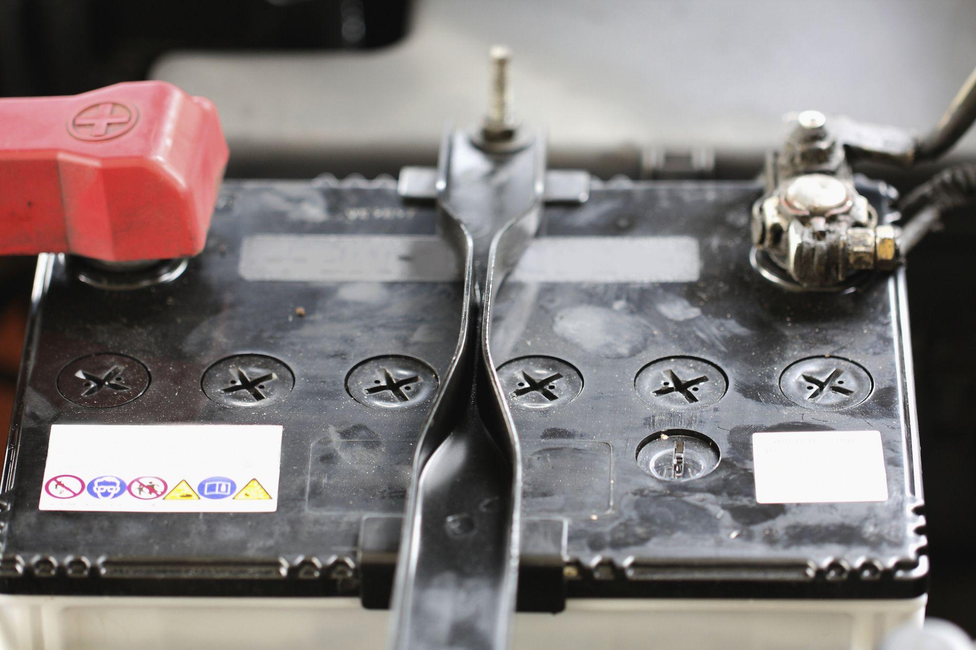 Параметры штатной аккумуляторной батареи в KIA Sorento II
