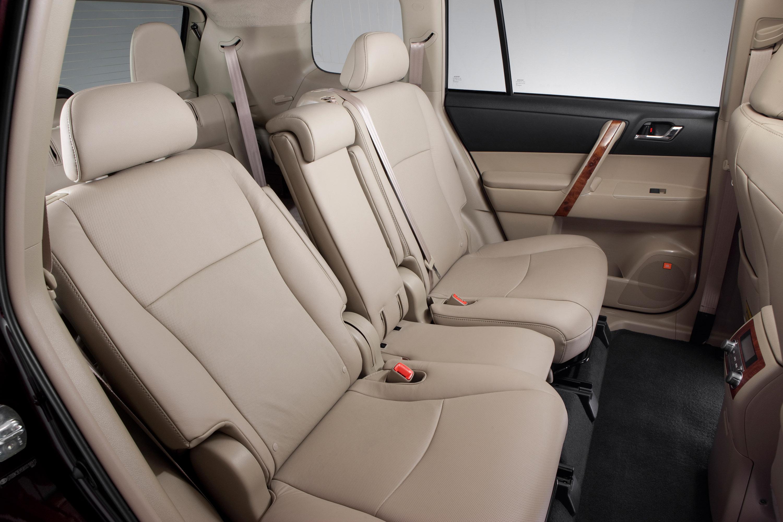 Сколько человек могут комфортно разместиться в Toyota Highlander II?