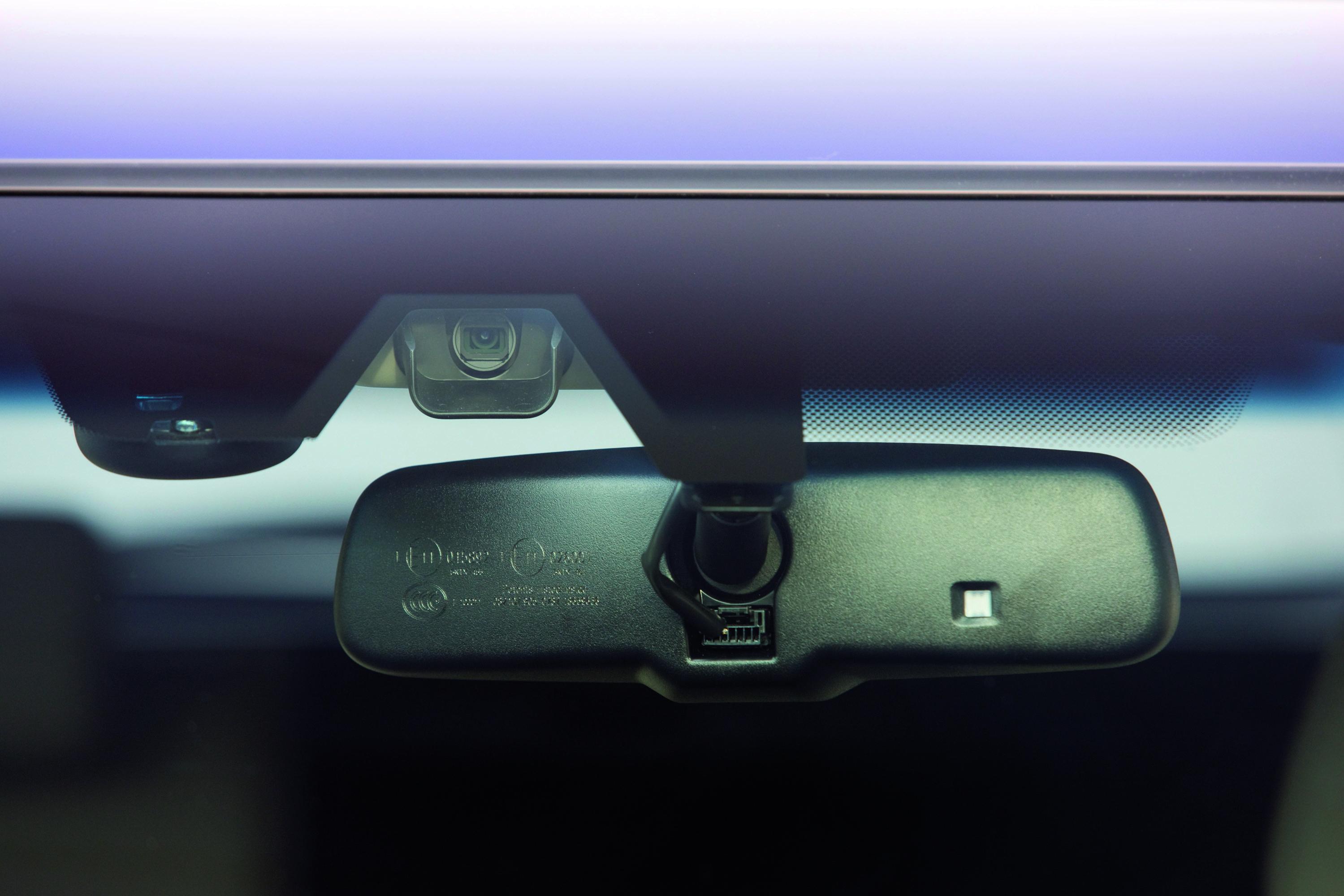 Для чего служат кнопки на зеркале заднего вида Toyota Highlander II
