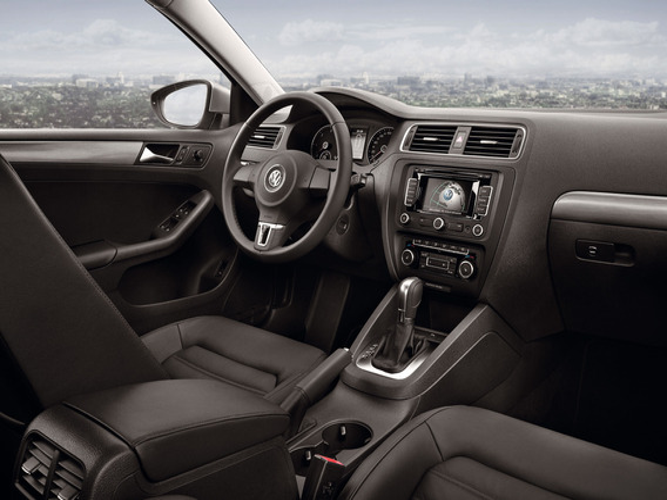 Как снять штатную магнитолу Volkswagen Jetta VI