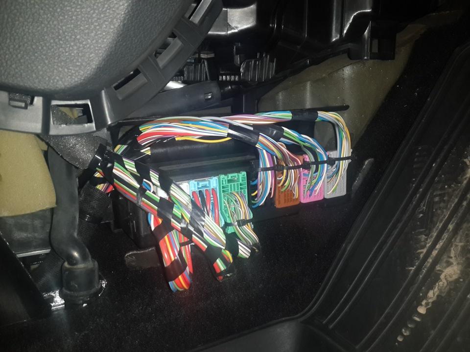 Как подключить видеорегистратор к бортовой сети и спрятать провод на Opel Astra J GTC?