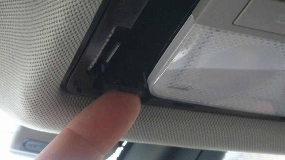 Как избавиться от дребезжания плафона освещения в салоне Opel Astra J GTC?