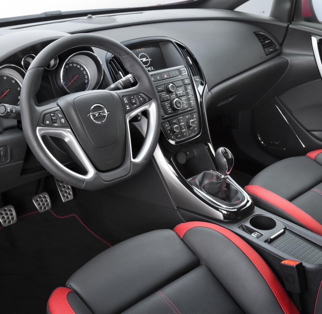 Для чего предусмотрены пазы в бардачке Opel Astra J GTC? фото