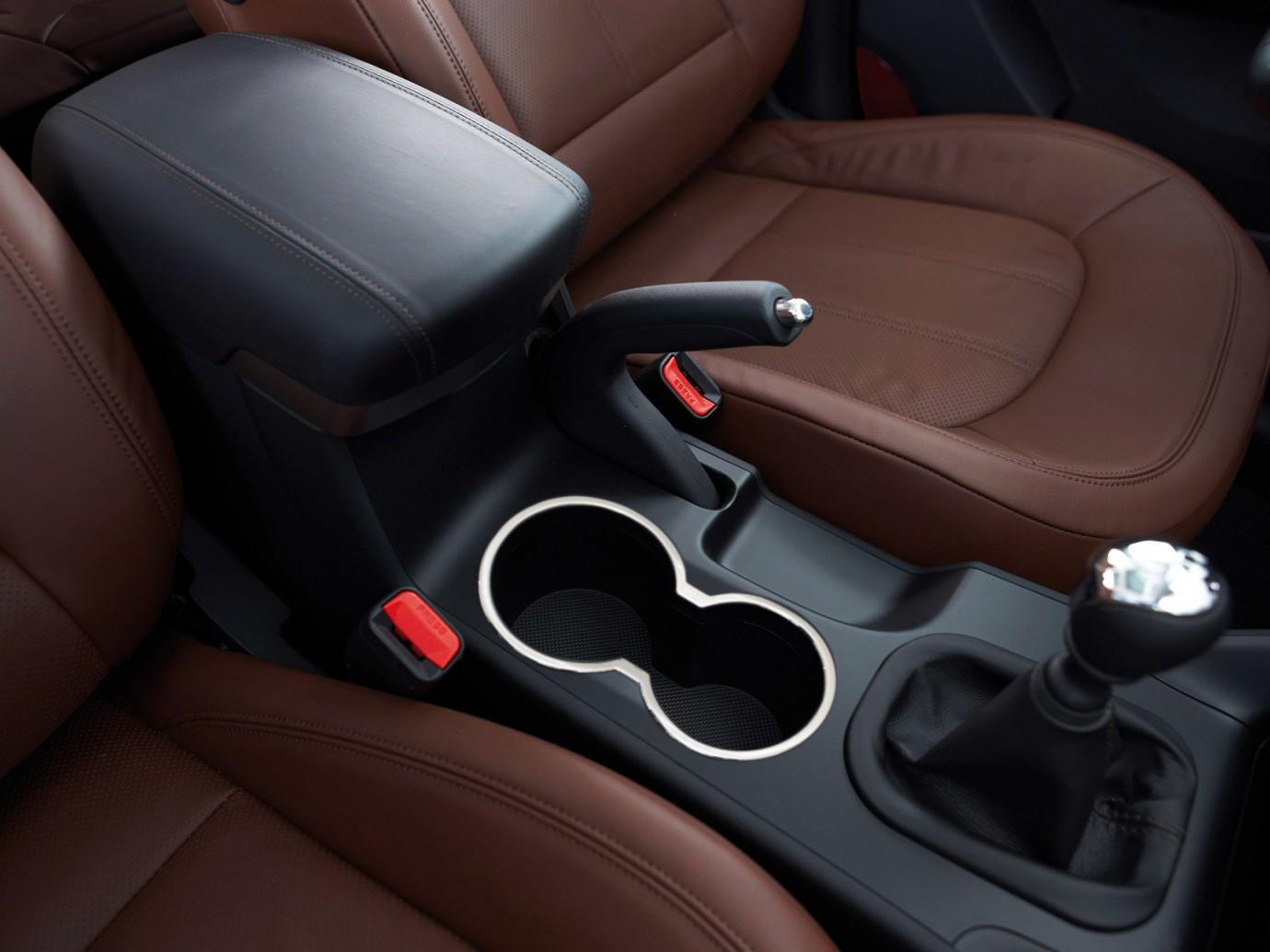 Где найти штатный подлокотник на Opel Astra J GTC?