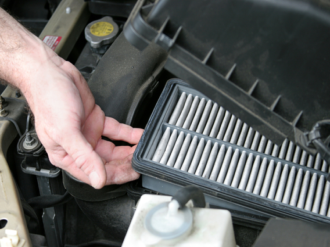 Как заменить воздушный фильтр на Opel Corsa D