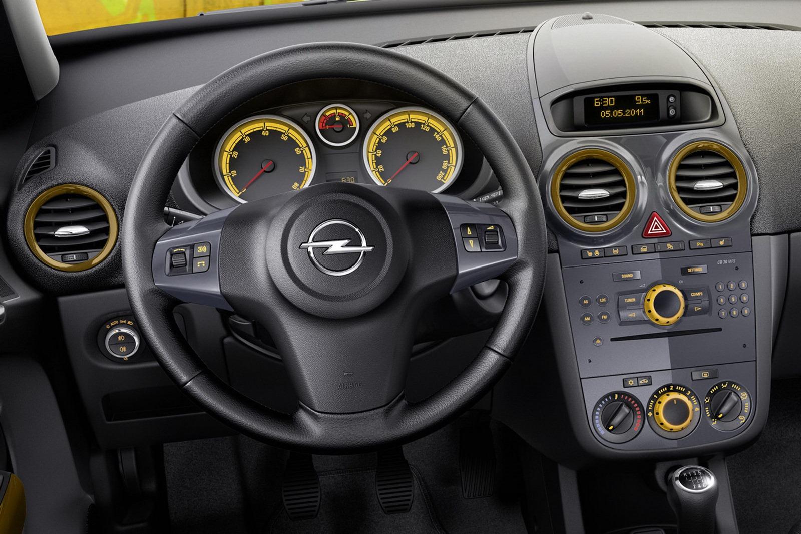 Как демонтировать блок выключателей на центральной панели Opel Corsa D