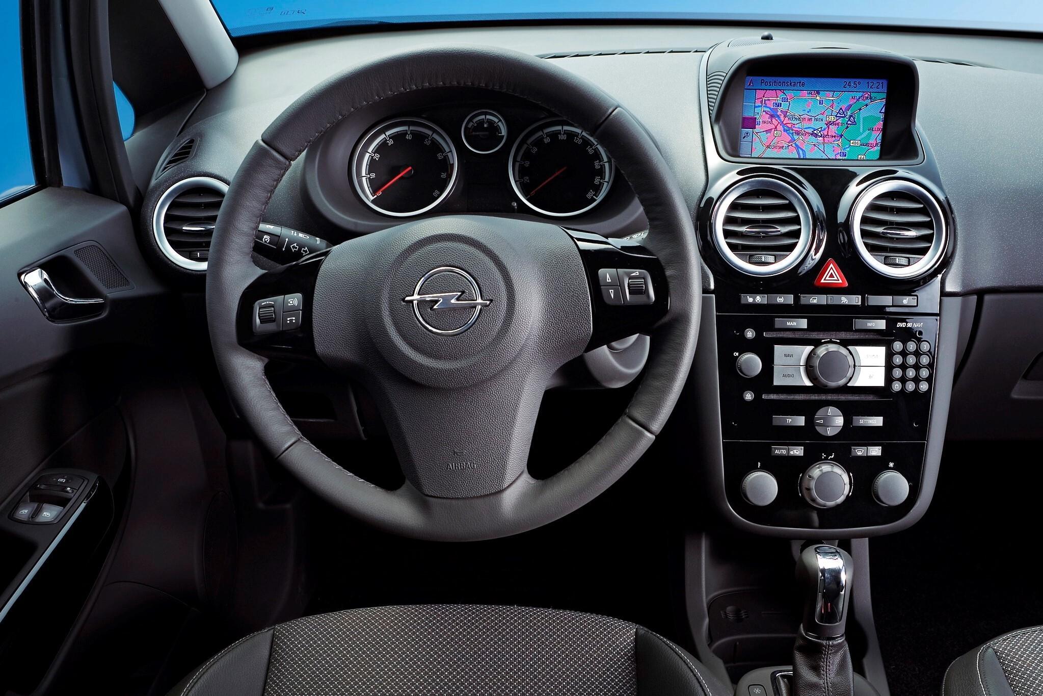 Как демонтировать дисплей бортового компьютера Opel Corsa D